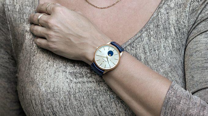 Zenith-20-Wrist-Woman